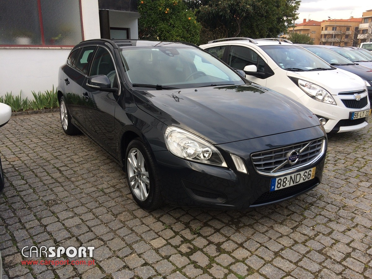 volvo v60 d2 momentum carrinha stand carsport. Black Bedroom Furniture Sets. Home Design Ideas